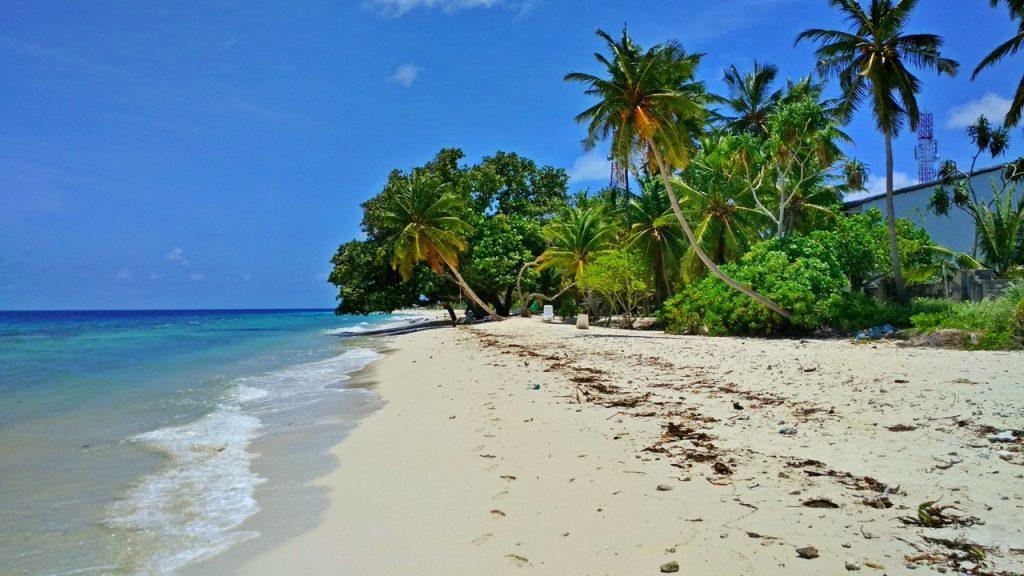 dharavandhoo-beach 1