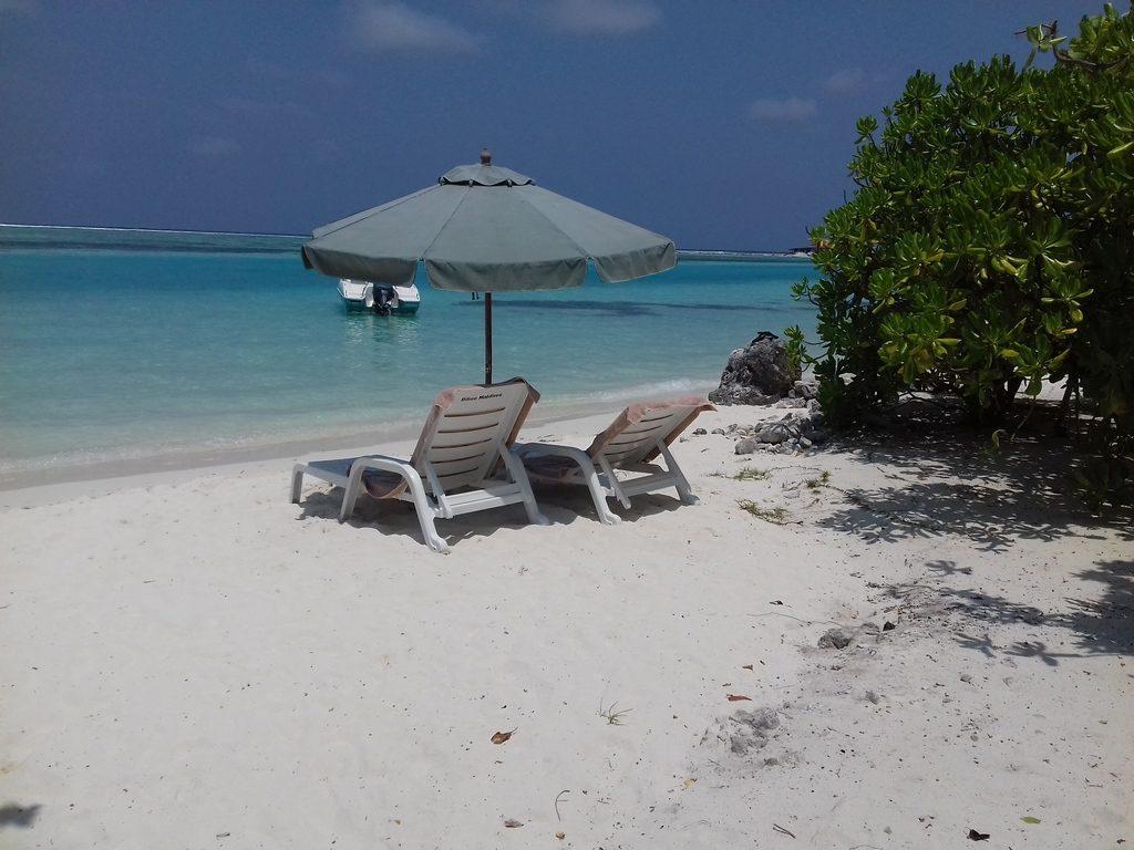 dhiffushi-beach