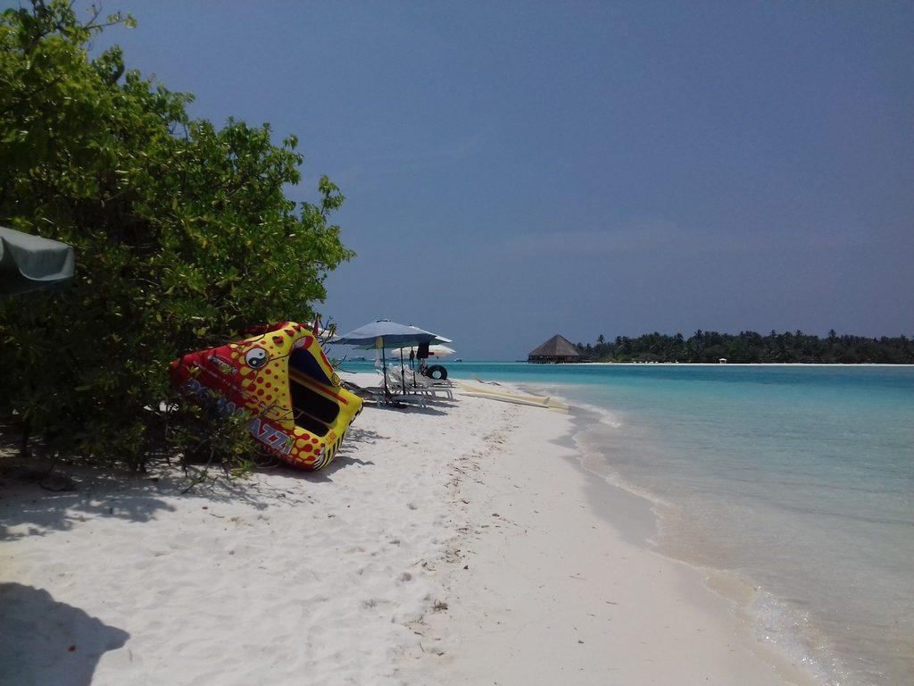 dhiffushi-beach-area