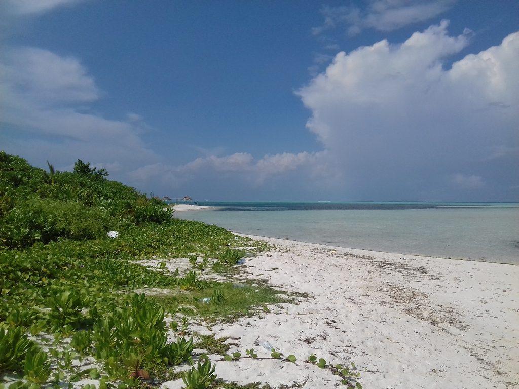 dhiffushi-guest-beach