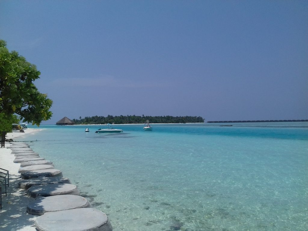 dhiffushi-local-beach