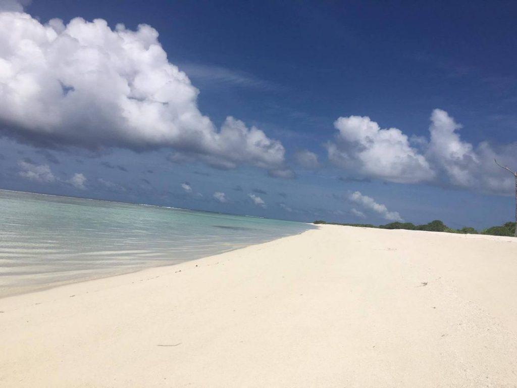 dhigurah-island-beach