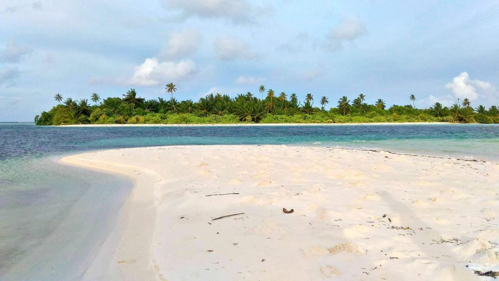 guide-to-budget-maldives-beach-view