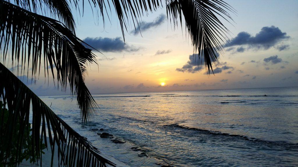 guide-to-budget-maldives-sunrise