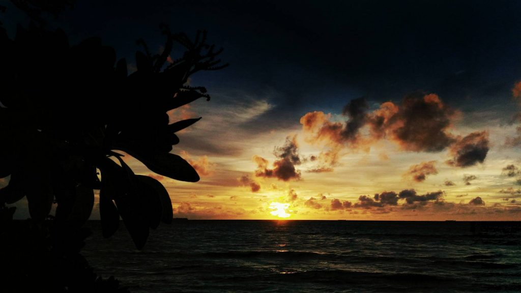 guide-to-budget-maldives-sunset