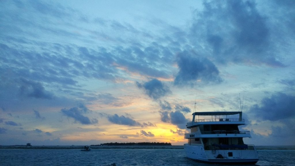 guide-to-budget-maldives-sunset-view-1
