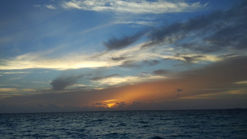 guide-to-budget-maldives-sunset-view