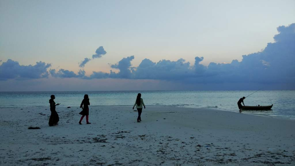 mathiveri-sunset-beach