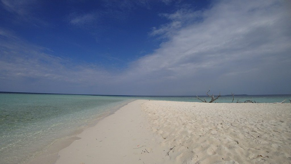 omadhoo-beach-1