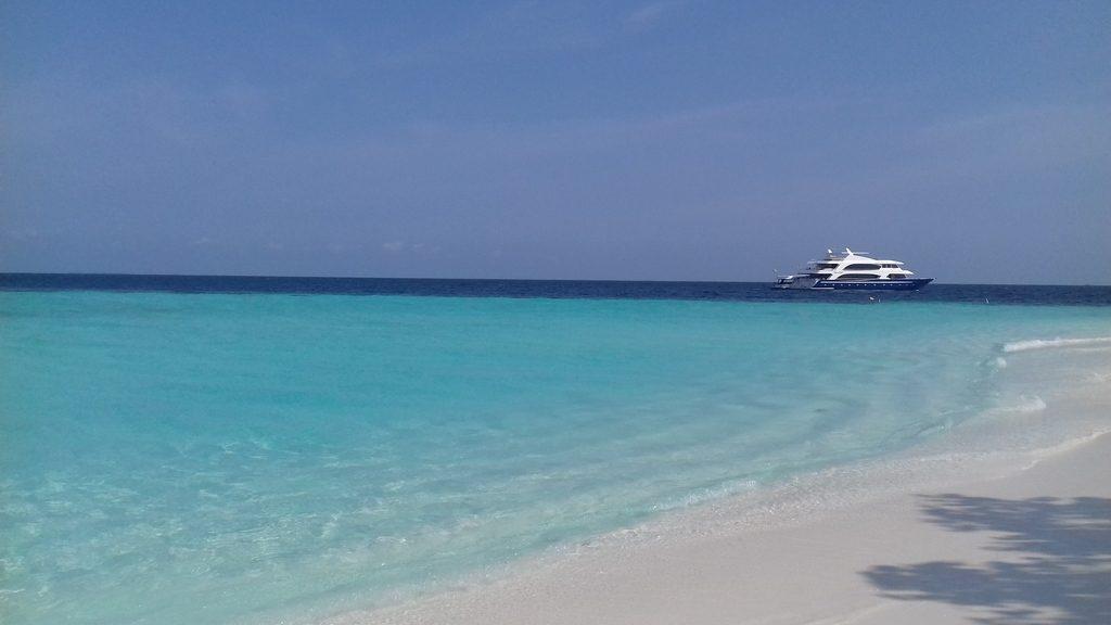 omadhoo-island-water