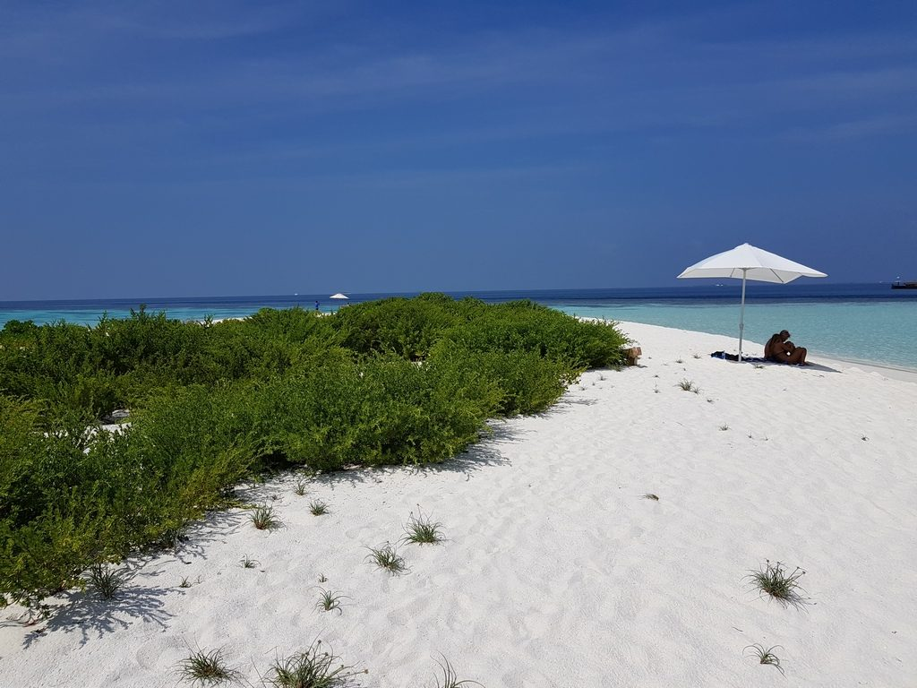 omadhoo-sand-bank-view
