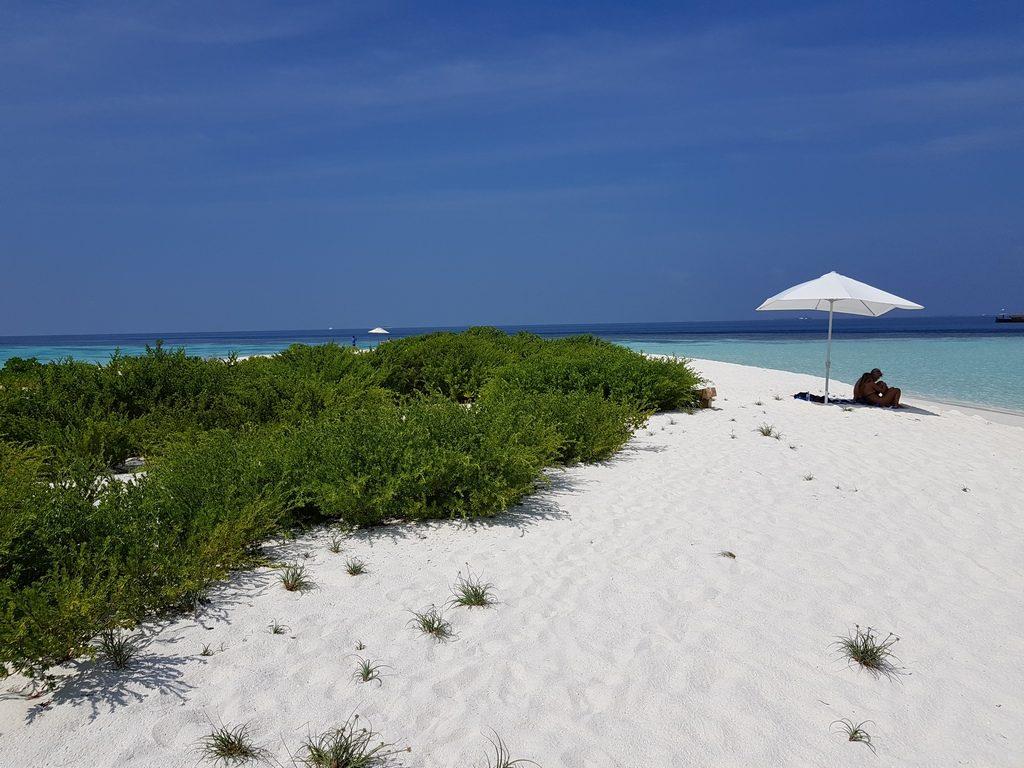 omadhoo-sand-bank-view