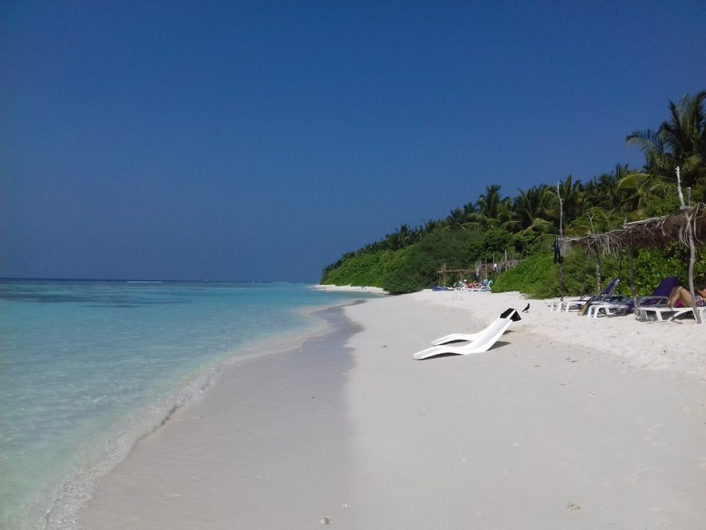 thinadhoo-beach-view