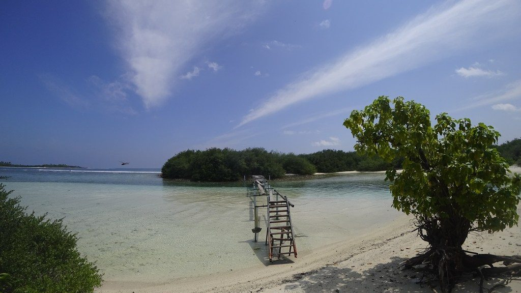 thulusdhoo-picnic-island