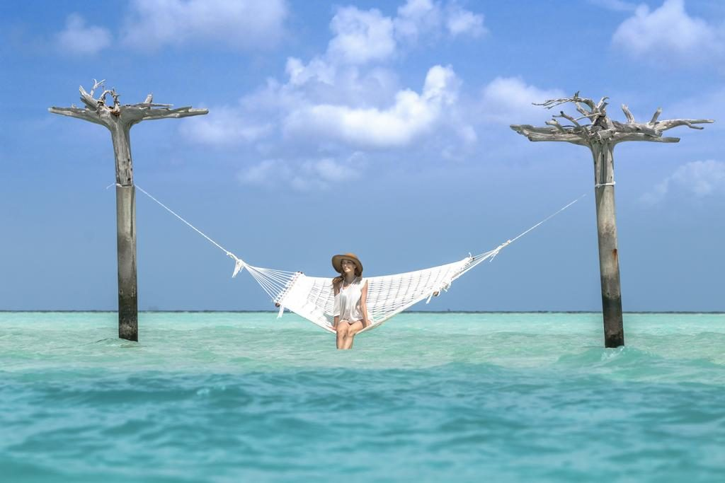 how to choose a resort in Maldives lady