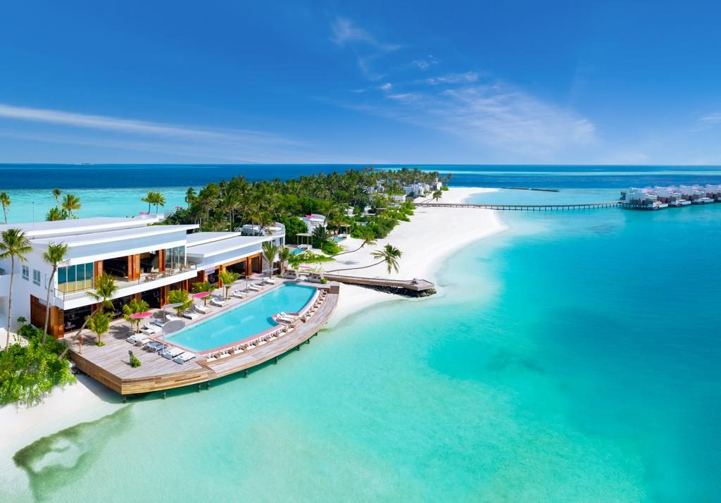 how to choose a resort in Maldives pool view