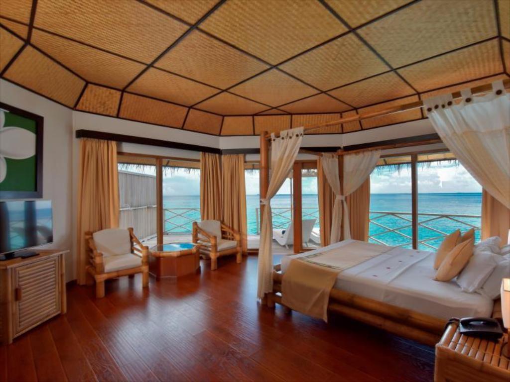 Angaga Island Resort islandii.com 13