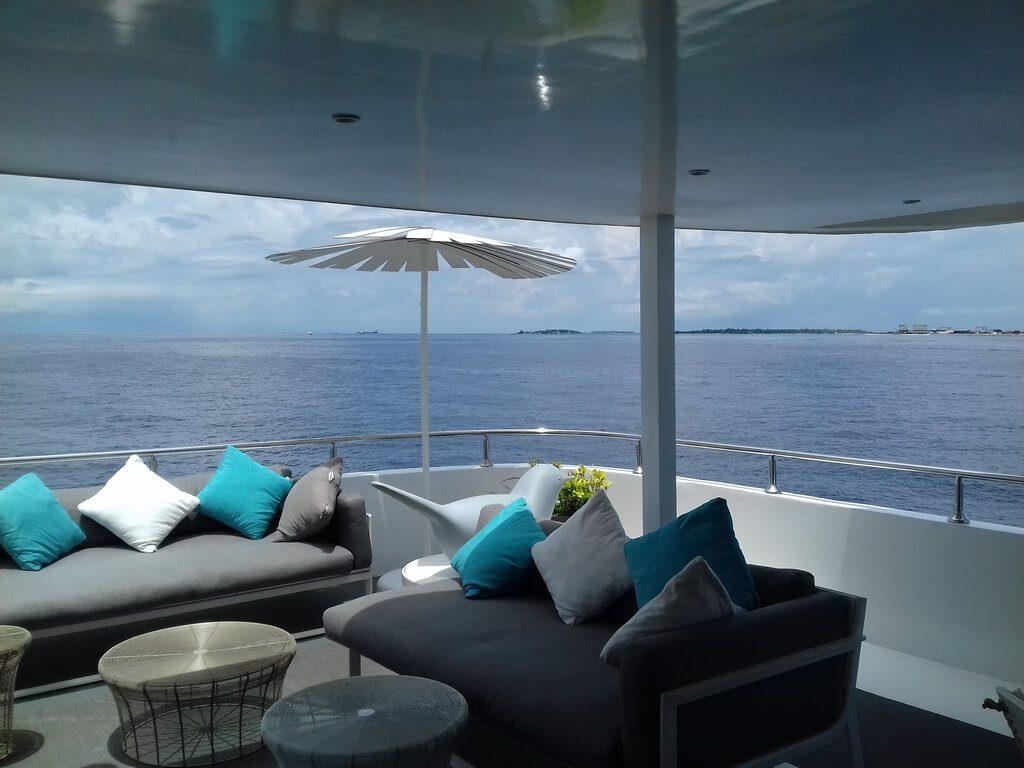 azalea-cruise-2-deck