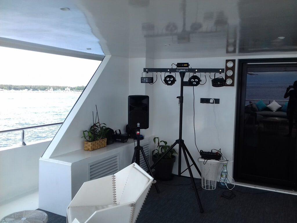 azalea-cruise-2-deck-music