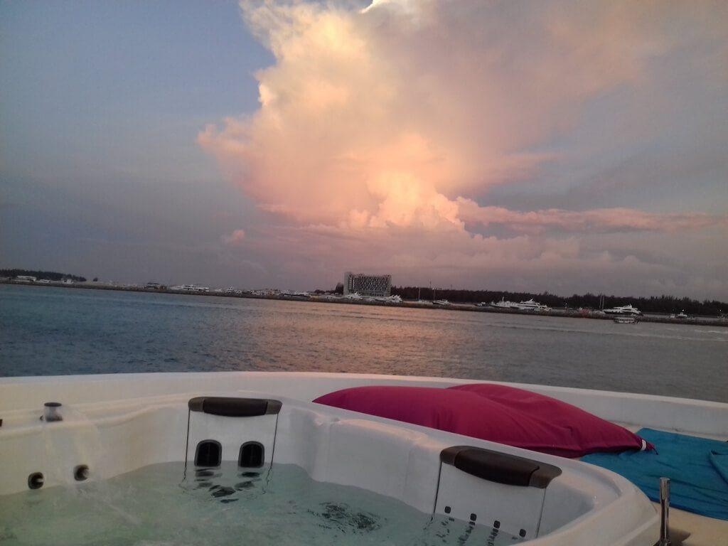 azalea-cruise-sunset-jacuzzi