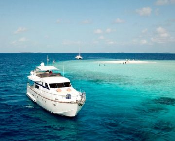 luxury-yacht-charter-in-maldives-sandbank-view