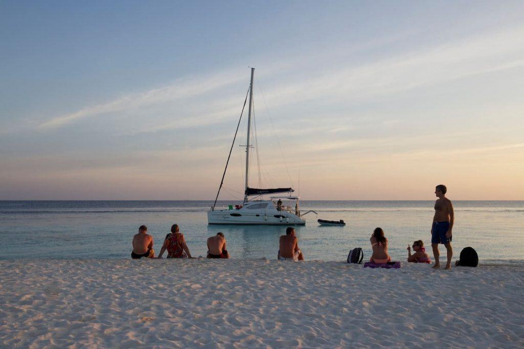 sailing-yacht-cingwe-people-island