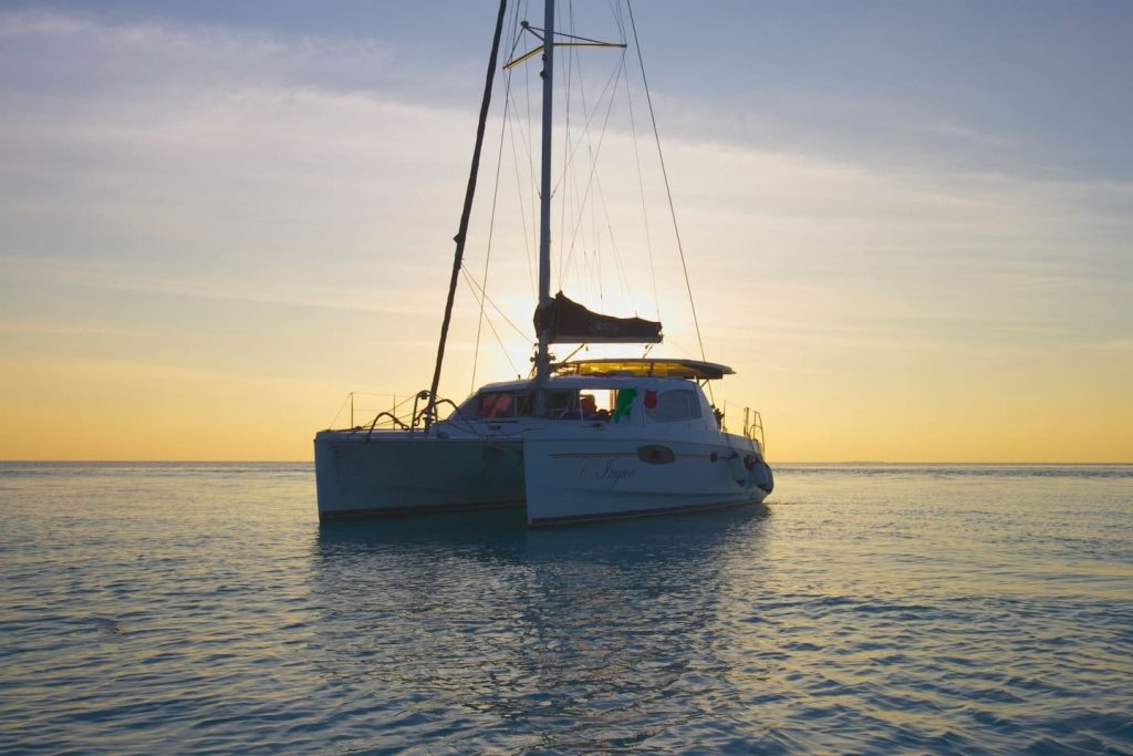 sailing-yacht-cingwe-sunset
