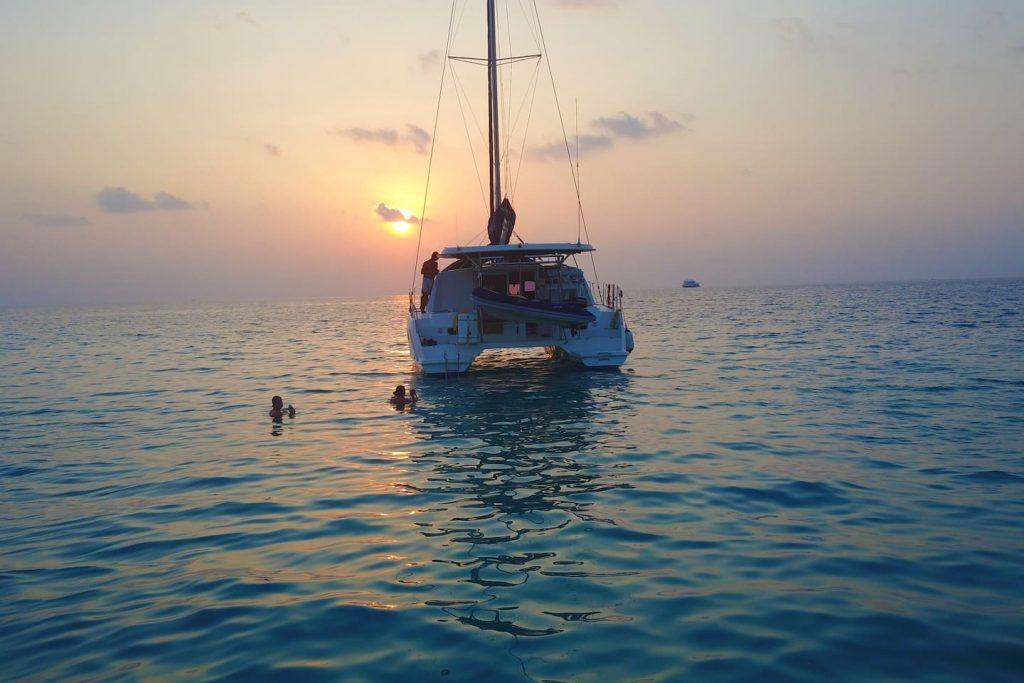 sailing-yacht-cingwe-sunset-view