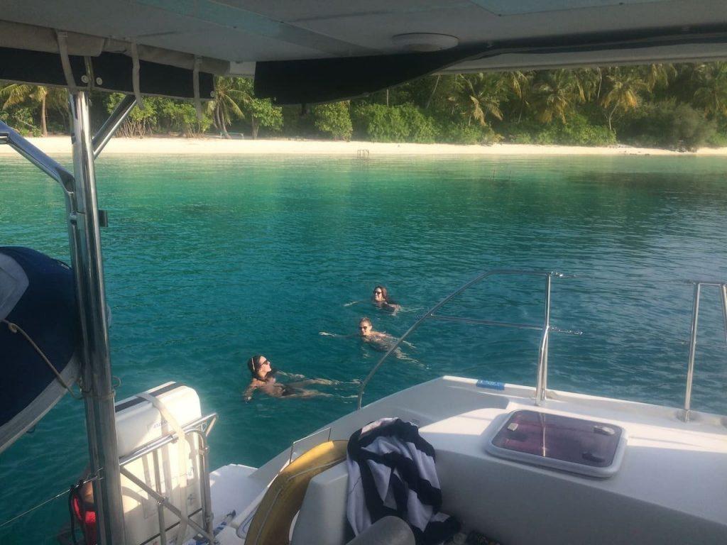 sailing-yacht-cingwe-swimming