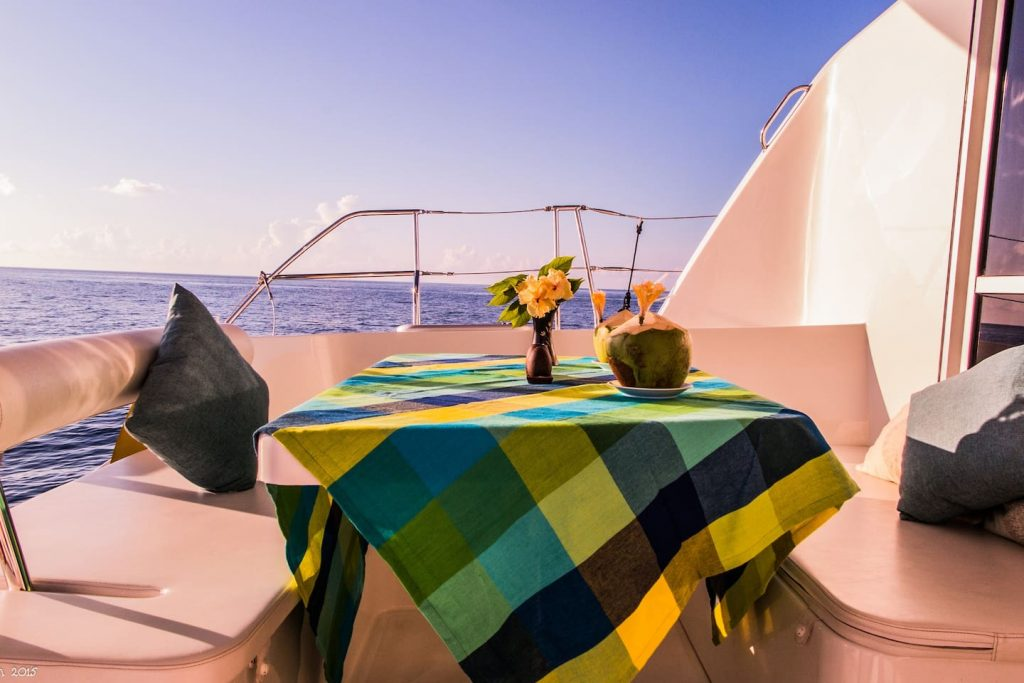 sailing-yacht-cingwe-table