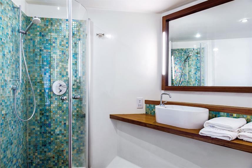 scubaspa-bathroom-1