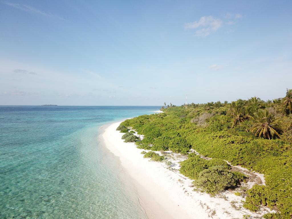 Feridhoo island view